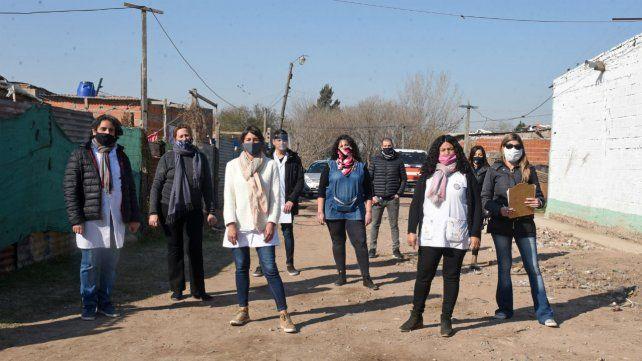 Las maestras y maestros de Nuevo Alberdi y Cristalería llevan adelante el programa de radio.