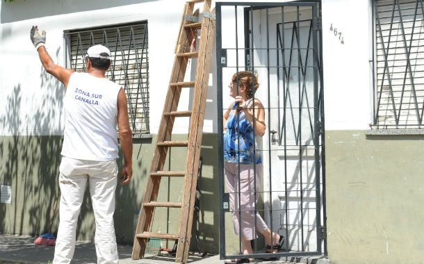 Dos puertas. Hay cuadras en Rosario donde casi todos los pórticos tienen otro delante hecho de hierro.