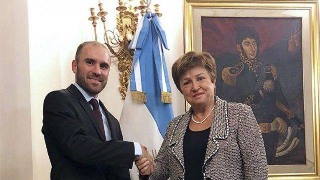 """Kristalina Georgieva mostró muy buena sintonía con el ministro Guzmán y valoró el acuerdo como """"un paso muy significativo""""."""