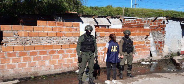 Dos de las hermanas de Brandon Bay fueron detenidas en una humilde vivienda de barrio Saladillo.