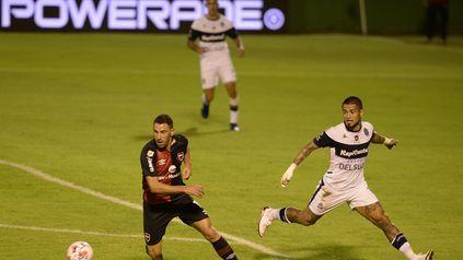 La Fiera superó dolencias musculares y estará en el banco. Maxi Rodríguez jugó ante Platense por última vez y sumó apenas 13 minutos en el torneo.