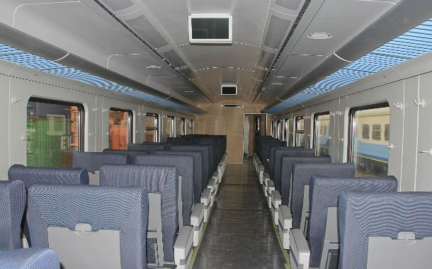 El vagón de primera clase parece un avión. Butacas confortables y pantallas LCD para disfrutar buenas películas.