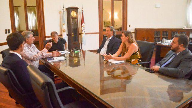 Encuentro. Los funcionarios de Perotti recibieron ayer a los diputados.