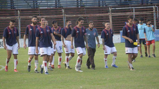 Punto y aparte. El charrúa pese al empate ante Berazategui sigue prendido en la Primera C con un partido menos.