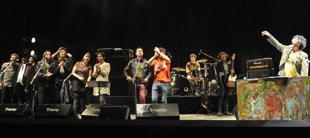 Fito y los músicos invitados anoche en el Anfiteatro recaudaron casi 500 mil pesos.