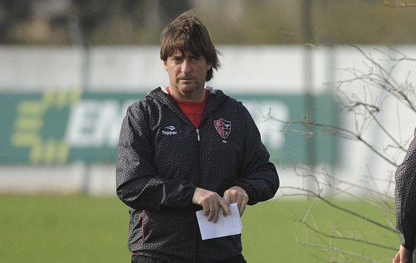 El técnico leproso optó por Martín Tonso para reemplazar a Maxi Rodríguez y a David prefiere no arriesgarlo de entrada en su regreso tras la lesión.