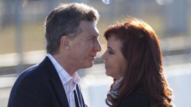 Final abierto. Macri invitó a Cristina al diálogo por políticas públicas.