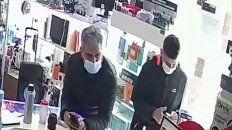 Video: dos hombres protagonizaron un violento robo en zona sur y uno de ellos se olvidó sus llaves