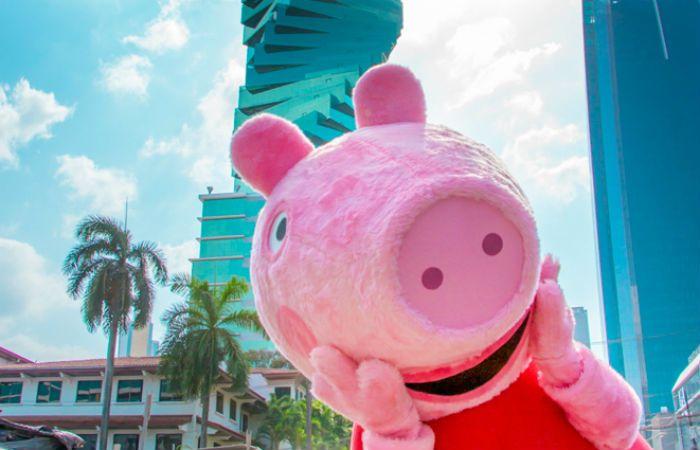 Peppa Pig es una serie infantil de dibujos animados creada por Neville Astley y Mark Baker.