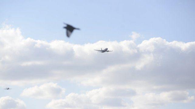 Aviones Hércules, entre otros prototipos, realizaron ensayos previos al desfile aéreo del Día de la Bandera.