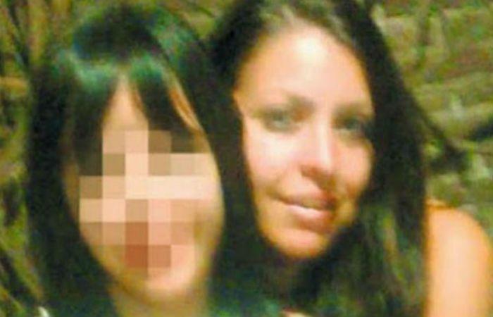 Rocío junto a su hermana Mariela