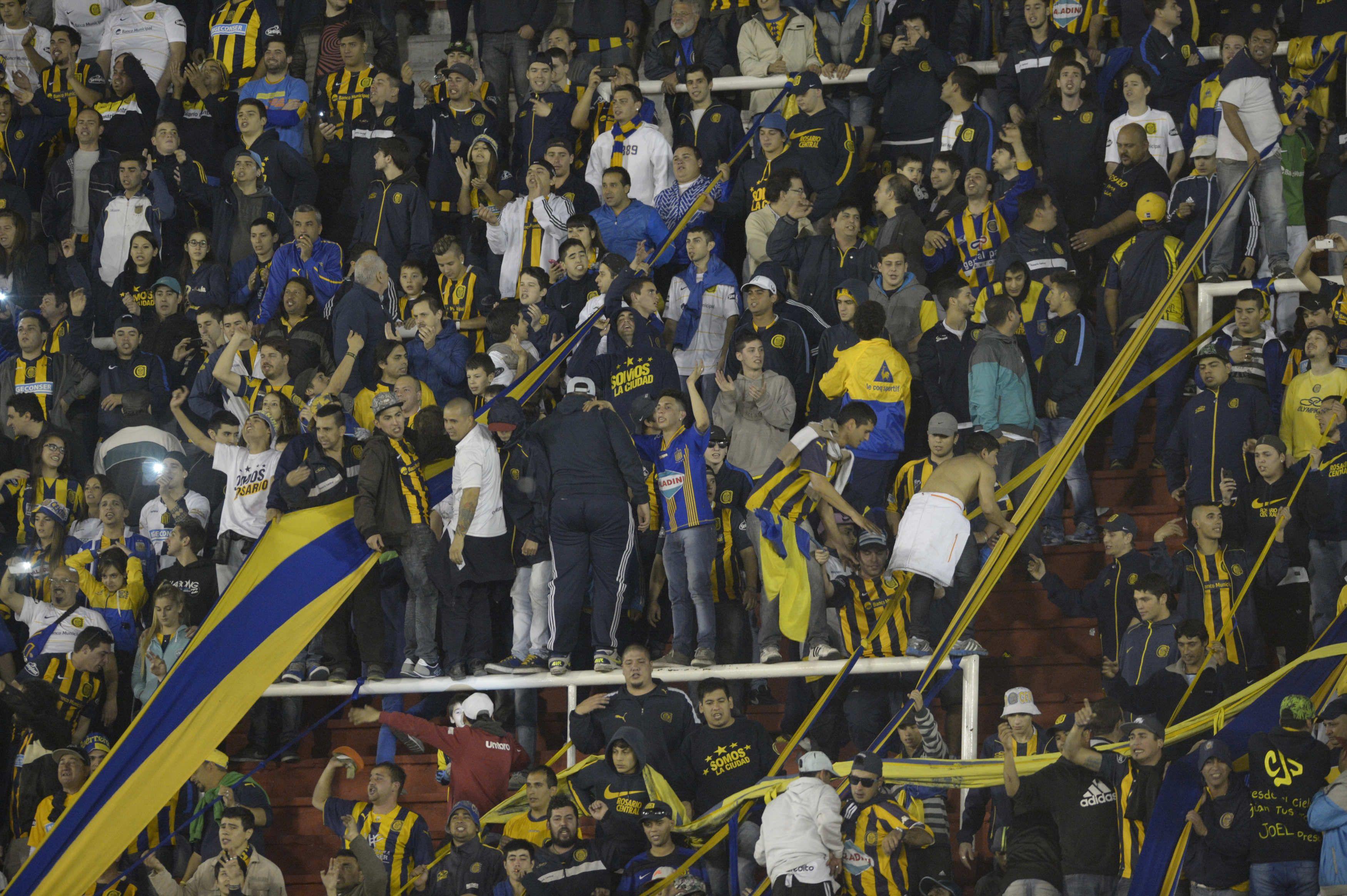 El equipo auriazul estuvo acompañado por numeroso público. (Foto: Héctor Río)