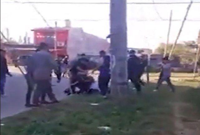 Un hombre lucha por su vida tras ser baleado por una planchita de pelo