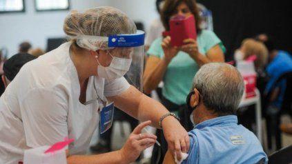 Santa Fe ya superó el millón de vacunados con las dos dosis y va por más. (Foto de archivo)