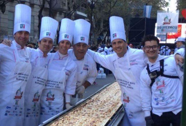Maestros pizzeros amasarán a beneficio en el Monumento la pizza más larga del Litoral