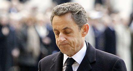 Sarkozy sufre una ola de deserciones mientras sigue cayendo en los sondeos