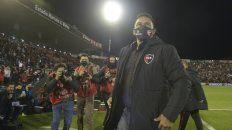 Enderezar el rumbo. Gamboa tuvo su primer contacto con los hinchas ante Vélez. El público se fue disconforme.