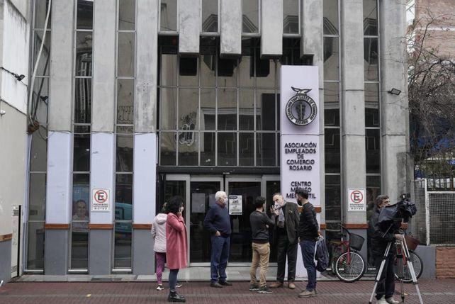 Los directivos de Empleados de Comercio expresaron su sorpresa por la balacera contra el frente de su sede