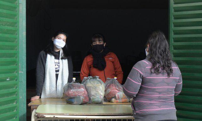 La entrega de la ayuda alimentaria es quincenal y se hace a través de las escuelas.