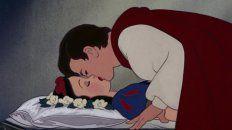 Llueven las críticas a Blancanieves por el beso no consensuado del príncipe
