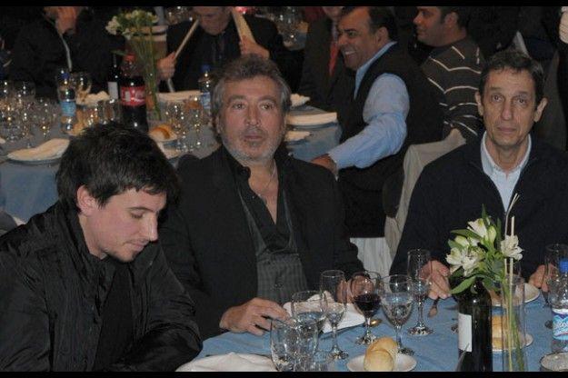 Daniel Vila junto a Agustín y Rodolfo Gabrielli. Foto: Adrián Mariotti / Diario UNO.
