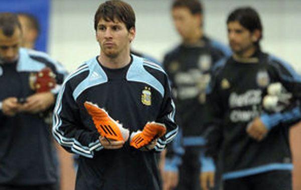 Messi iniciará formalmente hoy su preparación con la selección para el partido ante Ecuador.