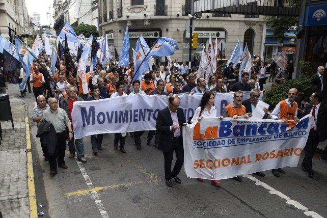 Los bancarios realizarán asambleas en los bancos en el horario de atención al público. (Foto de archivo)
