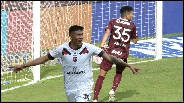 Castro festeja su segundo gol en la visita a Lanús. Lleva 5 en el torneo.