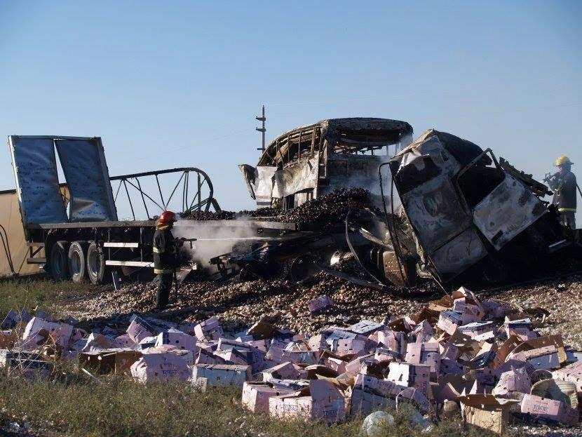 El colectivo de Plus Ultra Mercobus y el camión brasileño quedaron destrozados en la ruta 7.