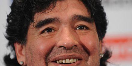 Le confiscaron los aros a Maradona por la deuda con el fisco italiano