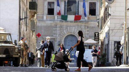 La vuelta a la normalidad es casi un hecho en Italia, pero los sanitaristas creen que el virus llegó para quedarse.