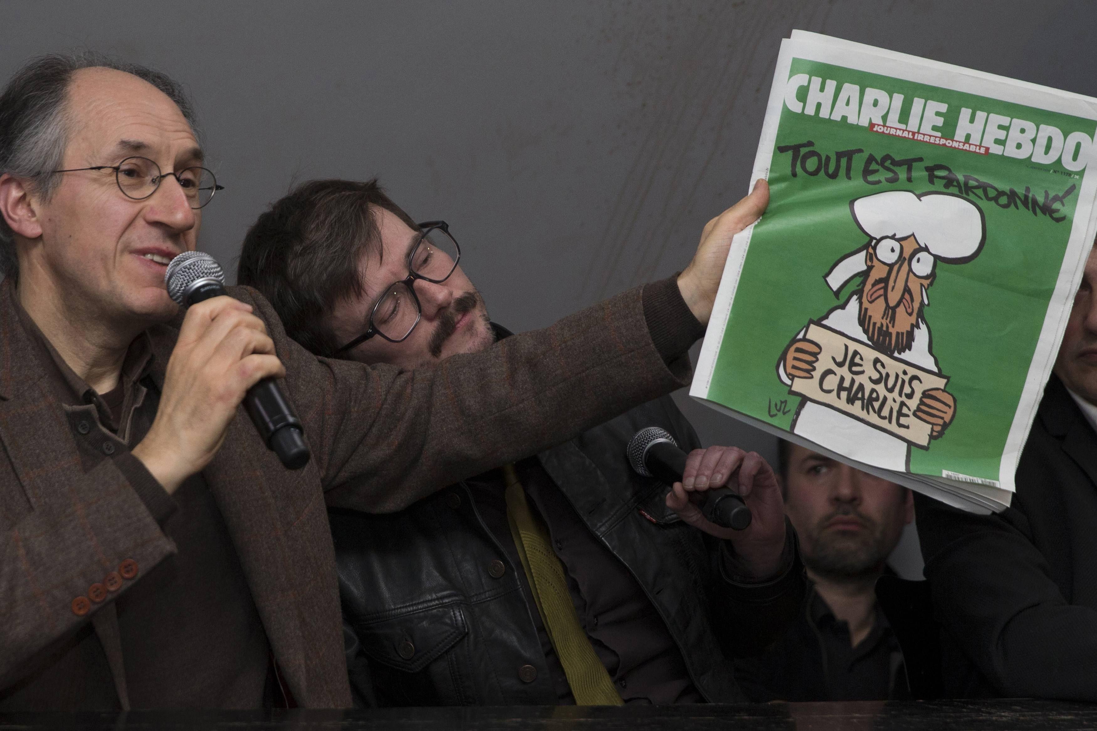 """Gerard Briard junto al dibujante """"Luz"""" al presentar la nueva edición"""