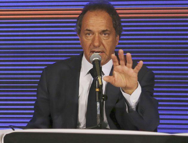 Daniel Scioli adelantó que si es presidente los argentinos van a tener verano feliz.