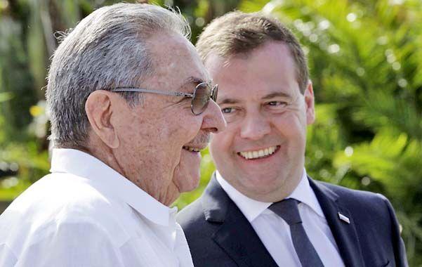 Viejos aliados. El presidente cubano suscribió convenios bilarales con el premier ruso