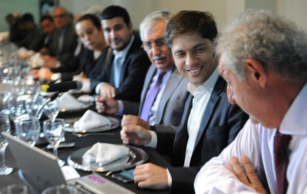 Anfitriones. El ministro de Economía almorzó con hombres de negocios rosarinos en la Asociación Empresaria.