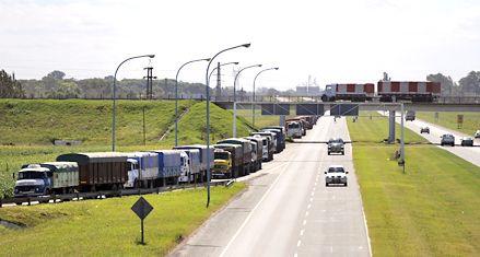 La autopista a Santa Fe deberá tener tres carriles en los extremos