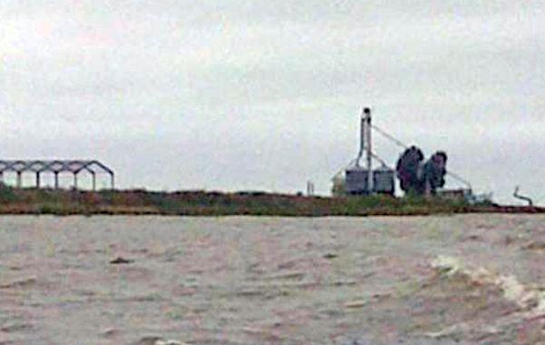 Increíble y real. En la isla Irupé se cultiva sorgo y se levantan galpones y silos.