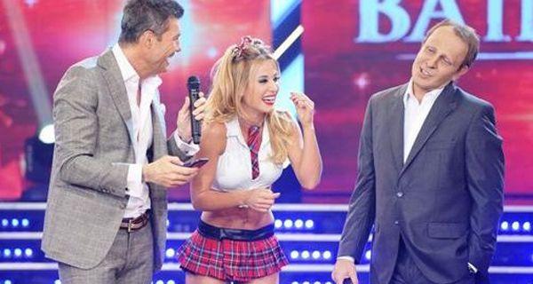Infartante Jésica Cirio repartió besos en la boca y bailó cumbia