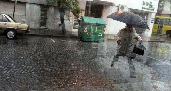 A salir con el paragüas porque la lluvia sigue hasta el fin de semana
