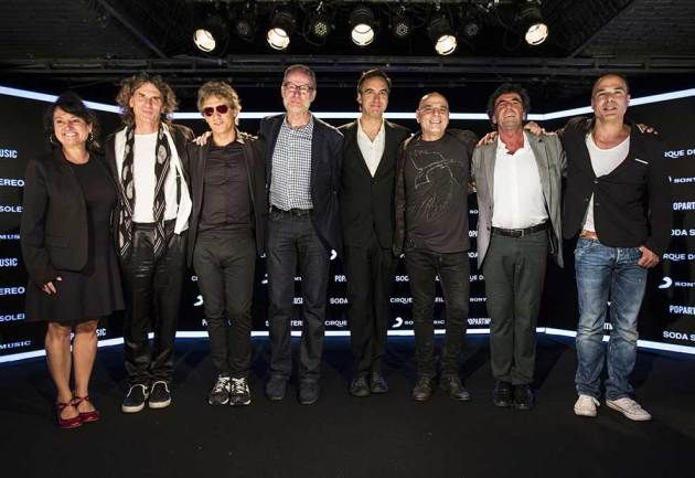 Directores de escena de Cirque du Soleil junto al mánager de Soda Stereo.