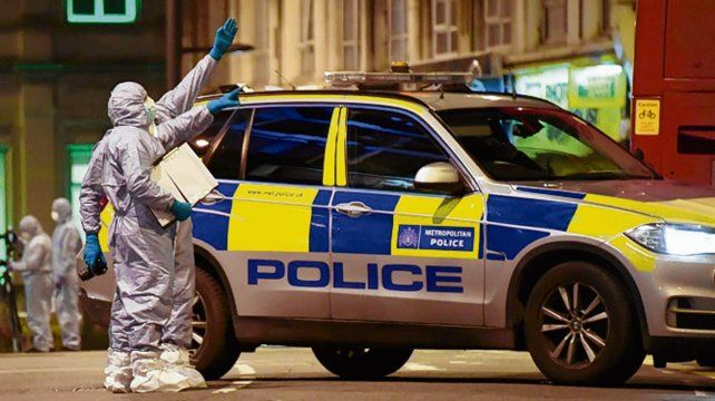 signos. Policía científica en el lugar del ataque del domingo en Londres.