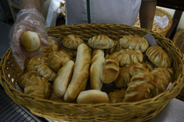 Los molinos harineros no le venderán harina a las panaderías por la suba del dólar