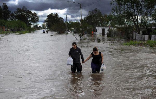 Por las lluvias se desbordó el canal Salvat y parte de Nuevo Alberdi quedó bajo agua
