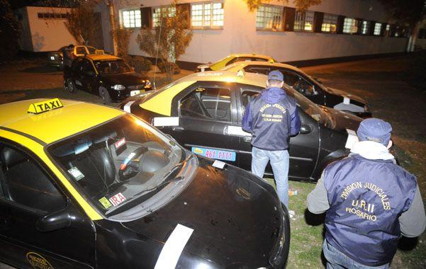 Incautados. Los cinco vehículos de alquiler propiedad de Los Monos estaban ayer en el patio de la Jefatura.