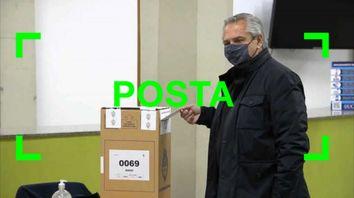 Son verdaderas las fotos del presidente votando en una urna con una faja de seguridad cortada