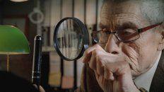 El protagonista total de la película es Sergio Chamy, un viudo de 73 años que asume investigar qué sucede en el interior de un asilo.