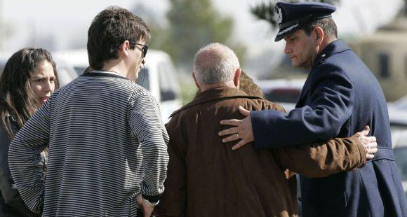 Rescatan cuatro cuerpos y restos del avión que cayó al mar en Chile