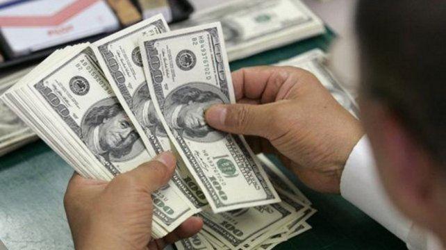 El dólar retrocede en la apertura de la jornada y cotiza a 45,40 pesos