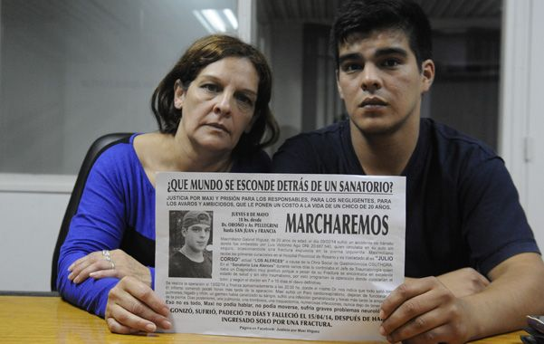 """dolor. La mamá y el hermano de Maximiliano Iñíguez exigen """"justicia""""."""