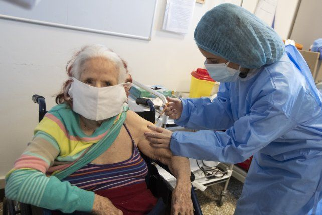 Vacunación en una residencia de ancianos en Roma.